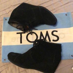 Toms Desert Wedge suede bootie